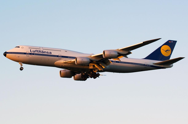 Boeing 747 800 Lufthansa Photos And Description Of The Plane