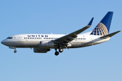n15712-united-airlines-boeing-737-724wl