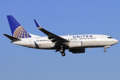 n24736-united-airlines-boeing-737-724wl