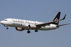 n26210-united-airlines-boeing-737-824wl