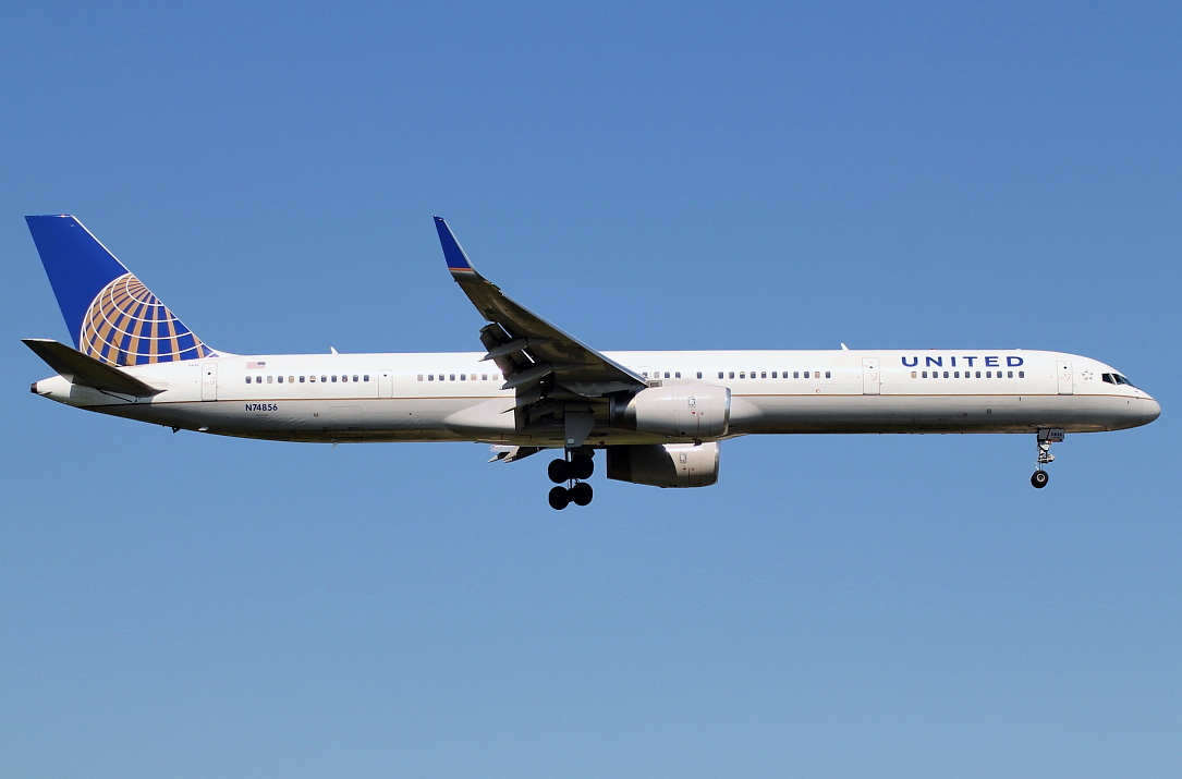 a description of the united airlines an american airline United airlines is the world's third  an american airlines aircraft passes in view  it was united's inaugural flight to melbourne on the airline's.