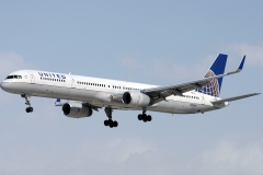 n57869-united-airlines-boeing-757-33nwl