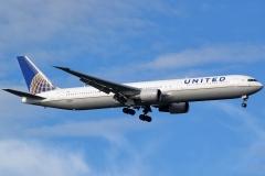 n76064-united-airlines-boeing-767-424