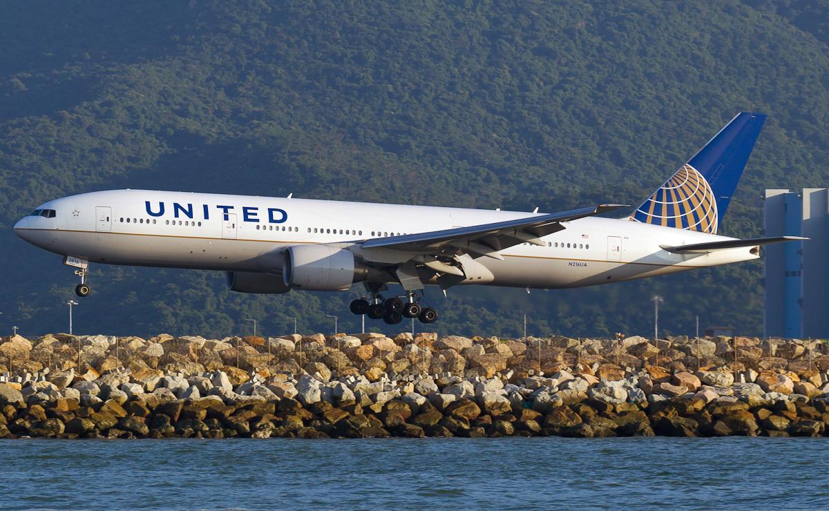 n216ua-united-airlines-boeing-777-222er.