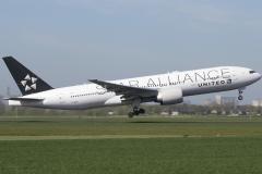 n76021-united-airlines-boeing-777-224er