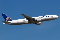n774ua-united-airlines-boeing-777-222