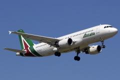 ei-dsa-alitalia-airbus-a320-216