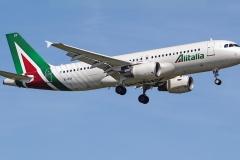 ei-dsy-alitalia-airbus-a320-216
