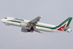ei-dta-alitalia-airbus-a320-216