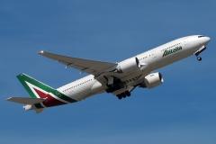 i-disu-alitalia-boeing-777-243er