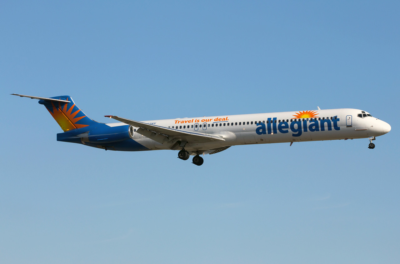 Mcdonnell Douglas Md 83 Allegiant Air Photos And Description Of The Pl...