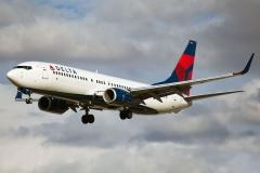 n374da Delta Air Lines Boeing 737-800wl