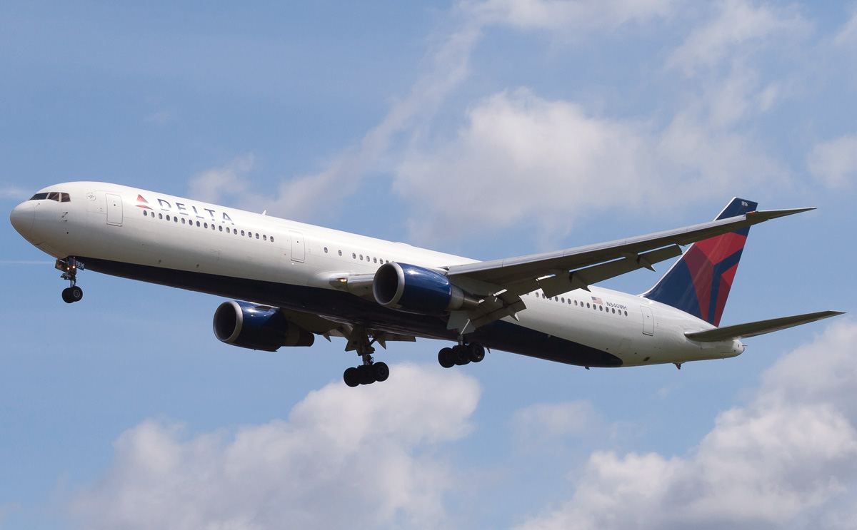 Boeing 767 400 Delta Airlines Photos And Description Of