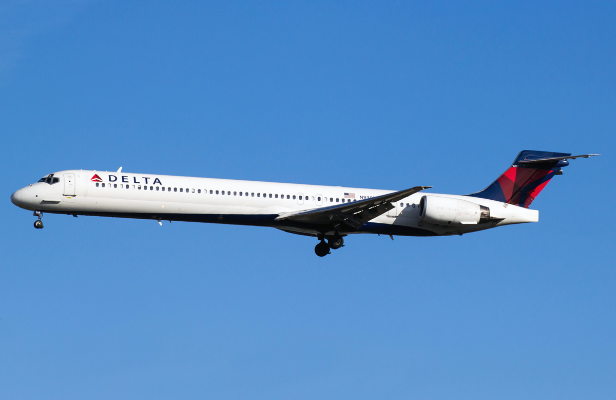 McDonnell Douglas MD-90 Delta Airlines. Photos and ...
