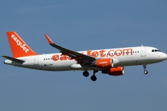 g-ezwy-easyjet-airbus-a320-214wl