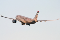 a6-eyq-etihad-airways-airbus-a330-243
