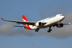 vh-ebc-qantas-airbus-a330-202