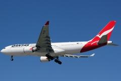 vh-ebd-qantas-airbus-a330-201
