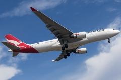 vh-ebg-qantas-airbus-a330-203