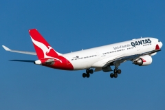 vh-ebi-qantas-airbus-a330-203