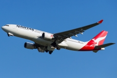 vh-ebm-qantas-airbus-a330-202