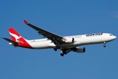 vh-qpb-qantas-airbus-a330-303