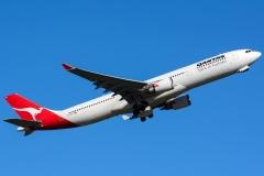 vh-qpg-qantas-airbus-a330-303