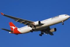 vh-qpi-qantas-airbus-a330-30