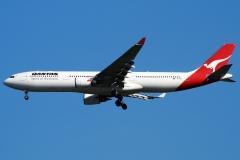 vh-qpi-qantas-airbus-a330-303