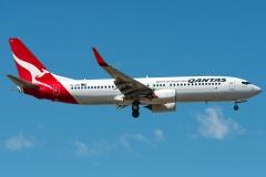 vh-xzm-qantas-boeing-737-838wl