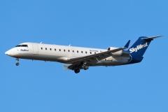 n699br-skywest-airlines-bombardier-crj-200