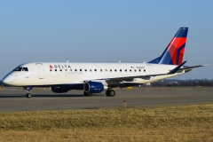 n263sy-skywest-airlines-embraer-erj-175