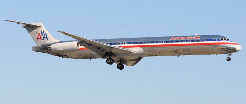 """Seat map McDonnell Douglas MD-82 """"American Airlines"""". Best seats in the plane"""