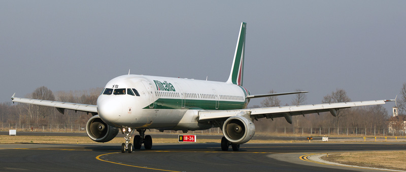 Airbus A321-100 Alitalia. Photos and description of the plane