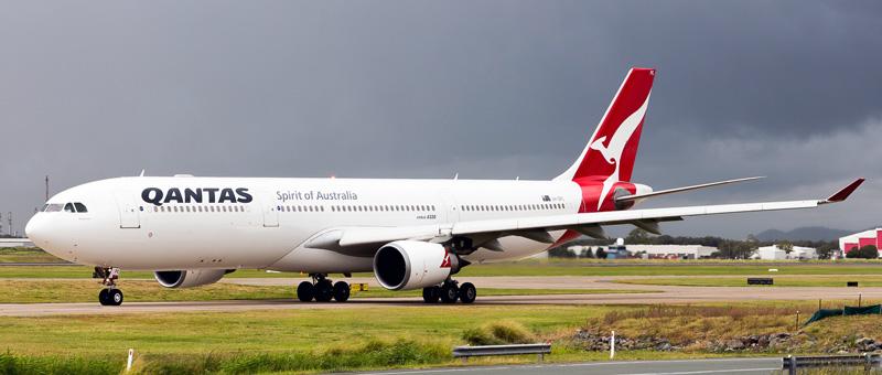 Airbus A330-300 Qantas Airways. Photos and description of the plane