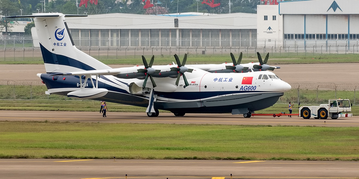 The biggest amphibian airplane in the world begins first water tests
