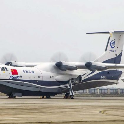 Chinese airplane AG600 has successfully passed taxiing-out tests on the water on high speeds