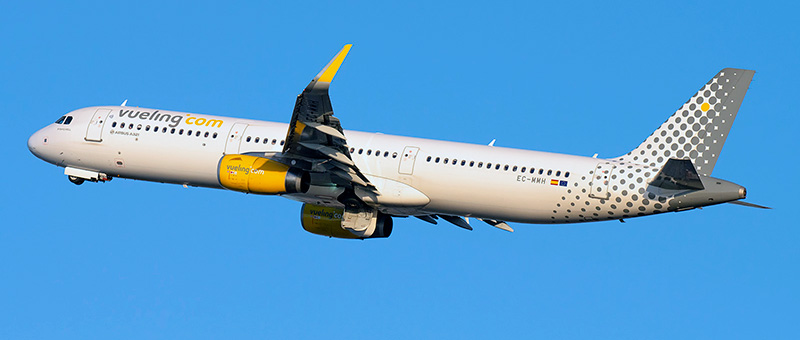 Airbus A321-200 Vueling. Photos and description of the plane