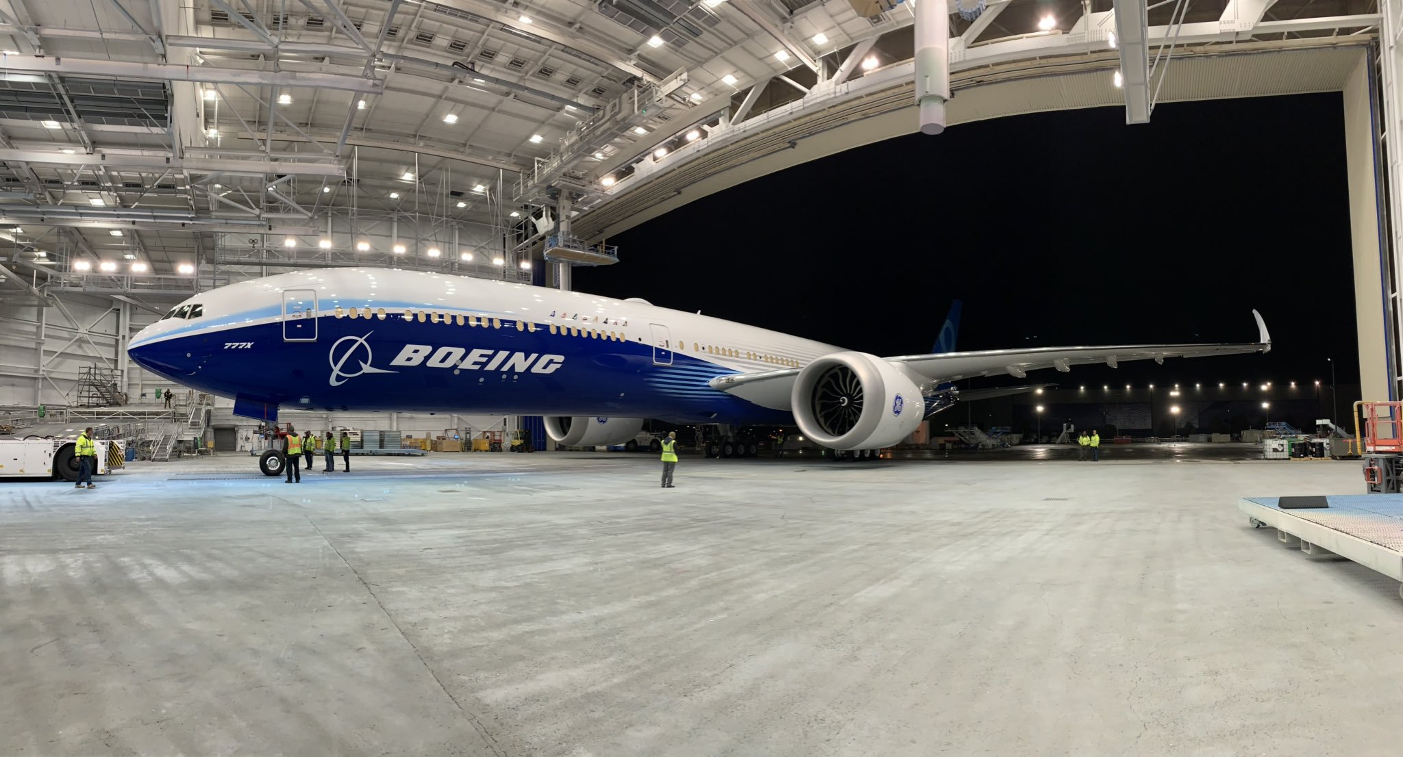 First flight of the Boeing 777X was postponed to 2020