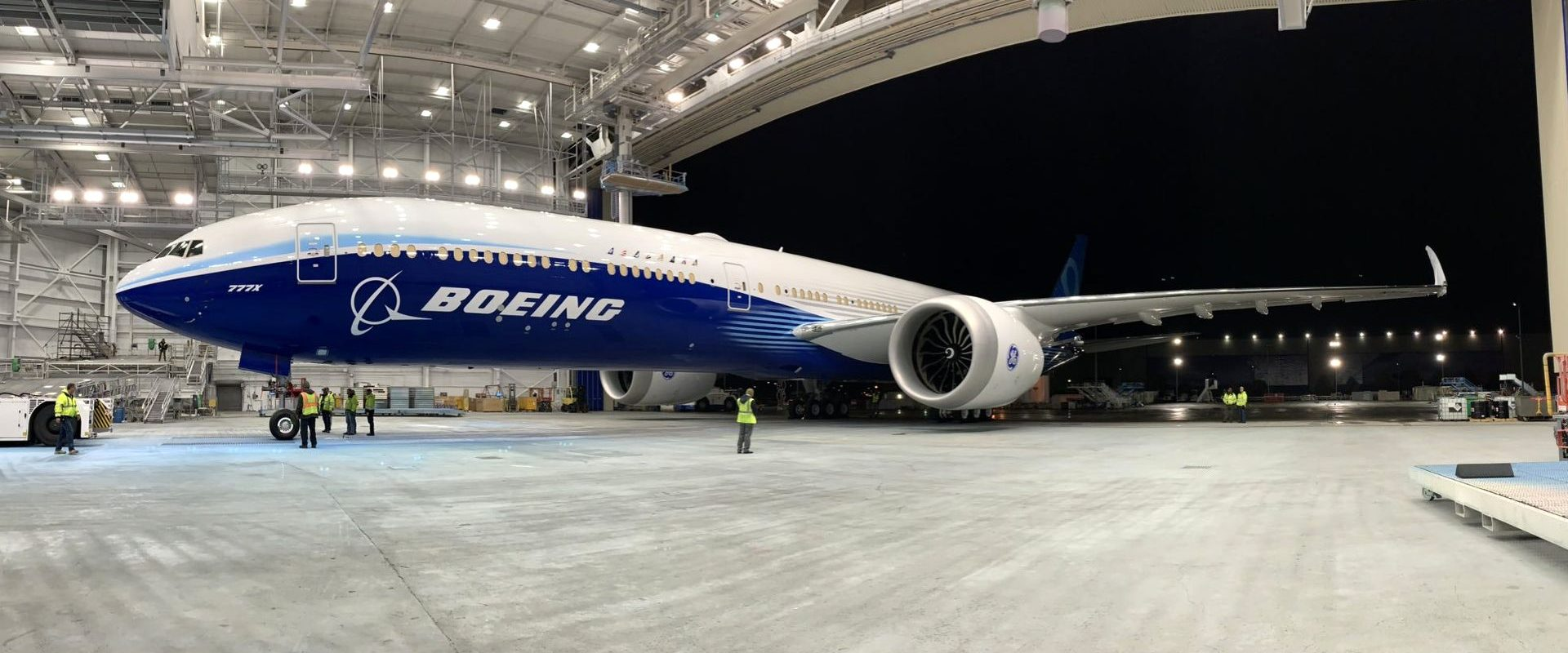 Airplane Boeing 777X finished first test flight