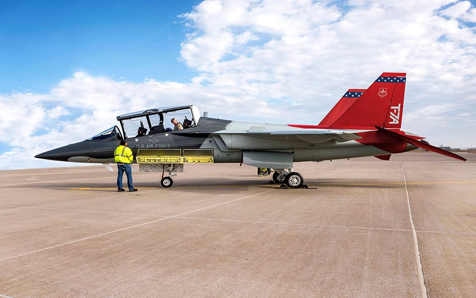 Boeing tested trainer with engine start in the air