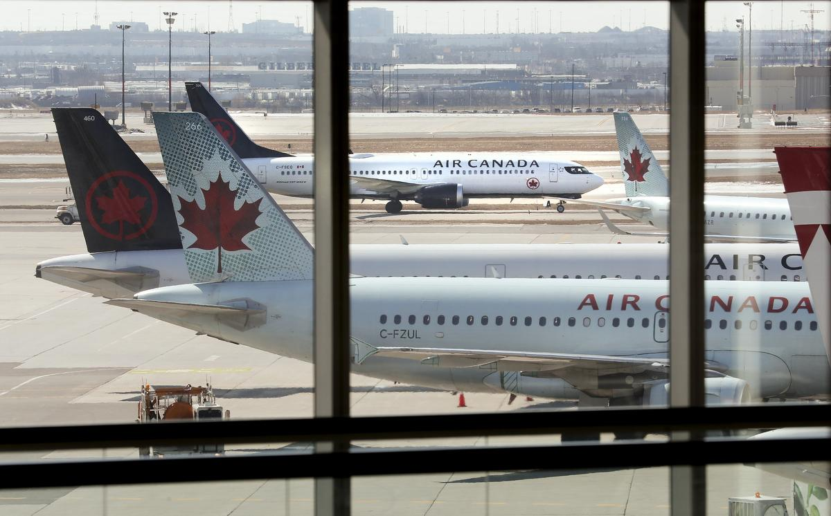 The biggest Canadian airline company will discharge more than 15 thousand employees temporarily