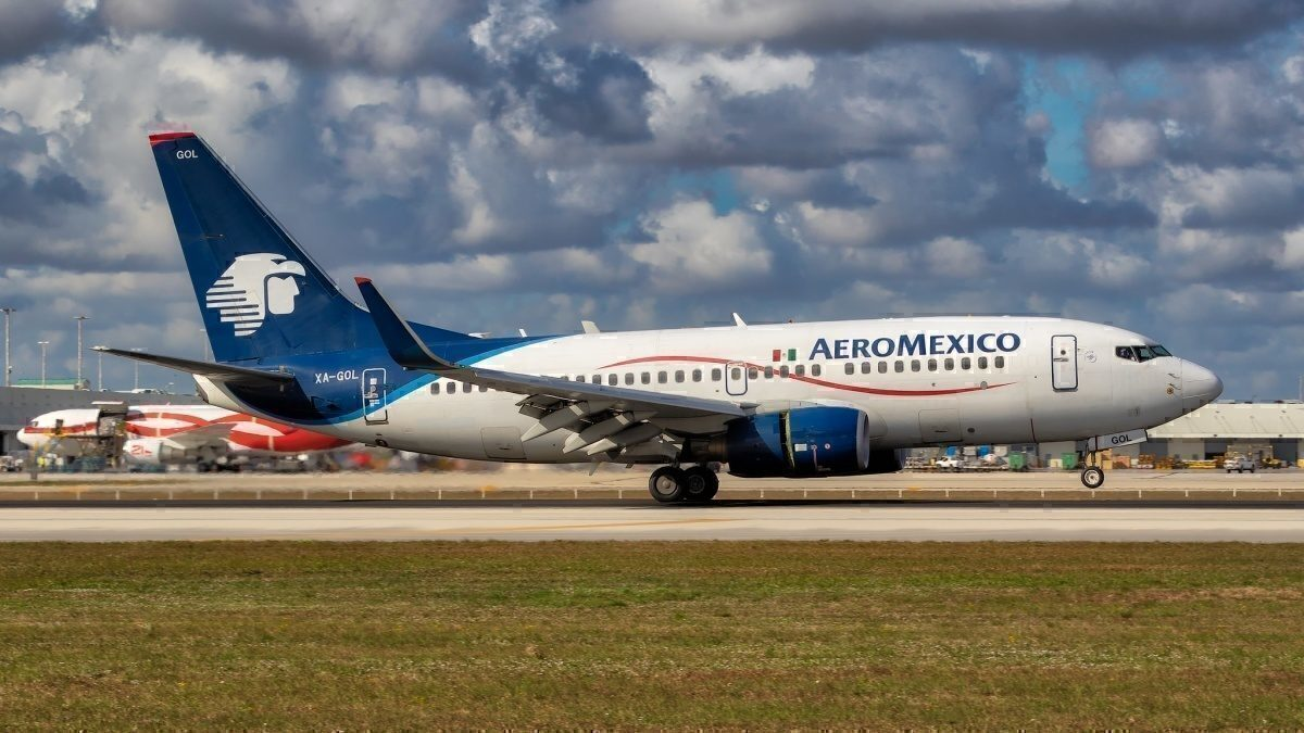 Airline company transfers lease agreements to hourly service