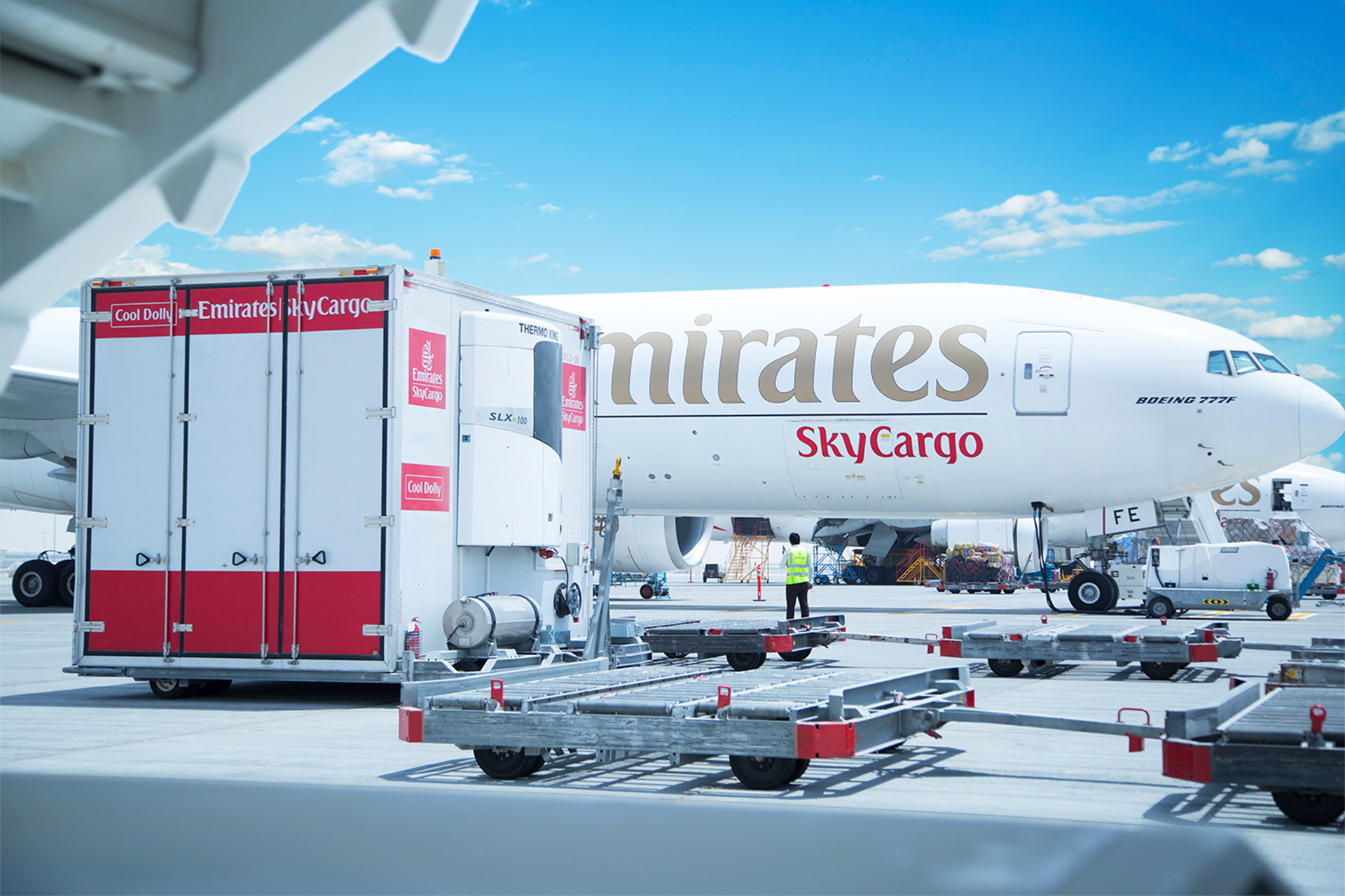 "Emirates SkyCargo opens ""mini-cargo"" charter flights on the airplanes Airbus A380. Part 1"