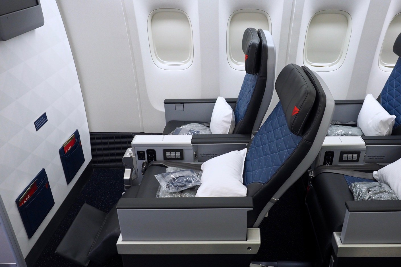 A man missed flights and reconstructed airplane cabin at home. He even bought passengers seats!