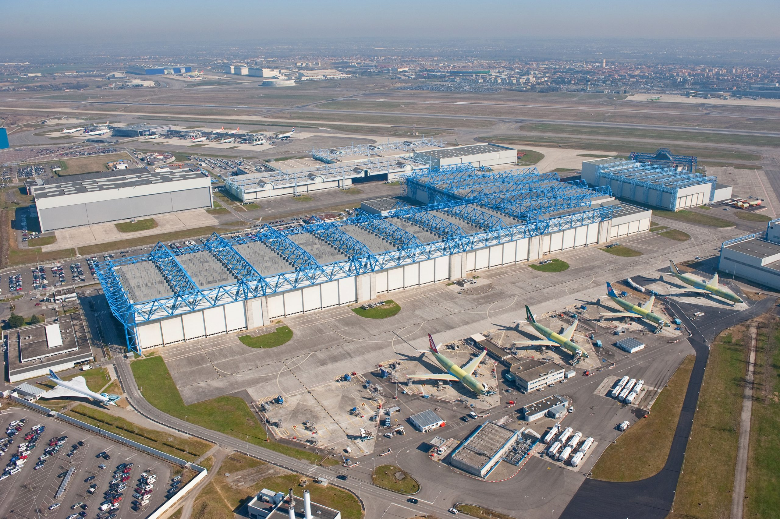 Airbus resumes work on modernization of the final assembly line of the airplanes of A320 family in Toulouse