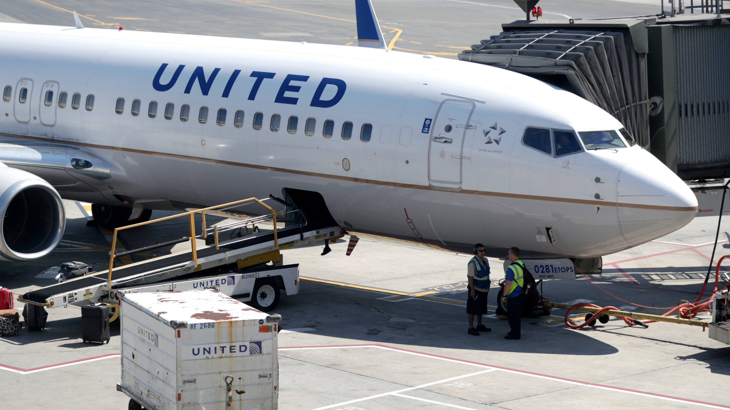 United Airlines is first airline company that introduces mandatory vaccination of the employees